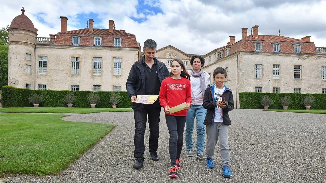 Découvrir le château de Parentignat autrement avec le géocaching !